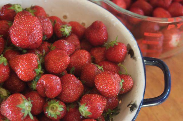 Honey-sweetened jam recipe. {Clean.}