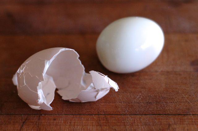 How to peel farm-fresh eggs (plus a recipe for sesame-tamari hard ...