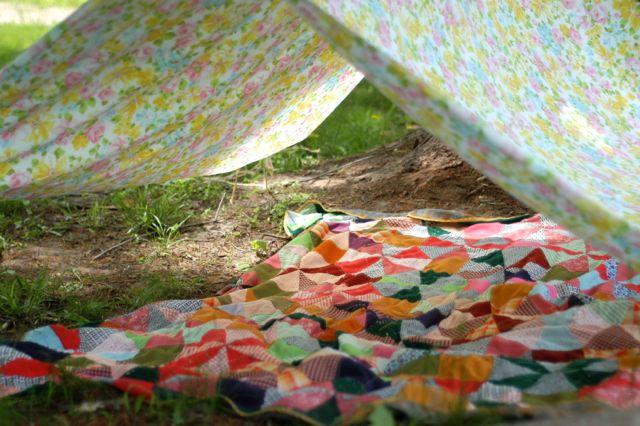 Make a simple backyard play fort | Clean. www.lusaorganics.typepad.com