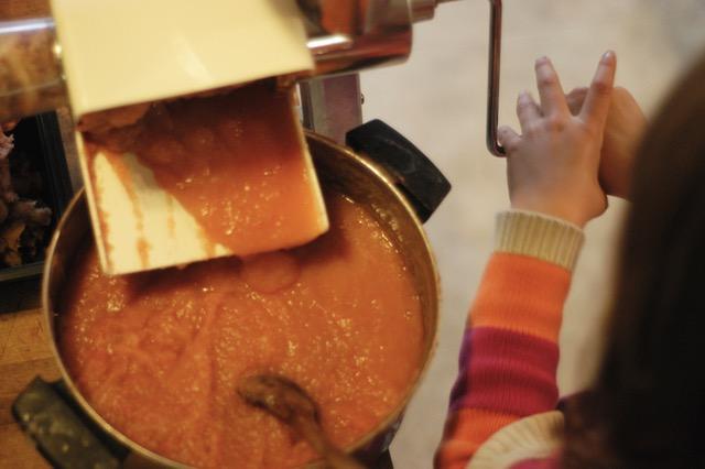 How to make easy, homemade applesauce. (For canning or eating fresh!)